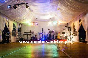 Namiot z podłogą taneczną