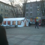 Namiot plenerowy, wyprzedaż produktów w namiocie - Plac AK w Mielcu.