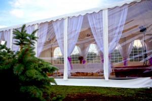 Ściany transparentne w naszych namiotach weselnych