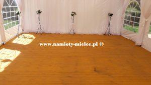 Podłoga drewniana 5x10m w namiocie.